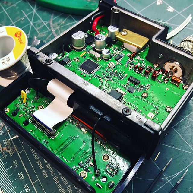Modding Qyt9800 to have recieve audio on the mic connector. #aprs #qyt9800 #microsat #vhf #sa6bwx #hamradio #amateuradio #hamradiouk #electronics