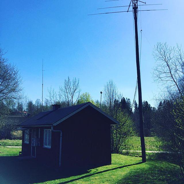 The first grass cut of the year #sk6lk #radioclub #hf #antennas #th6 #fd4 #sa6bwx #hamradio #hamradiouk @sm6eat